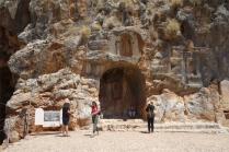 Le sanctuaire dédié au dieu Pan a donné son nom au site. Banyas se dit en effet Paneas en arabe.