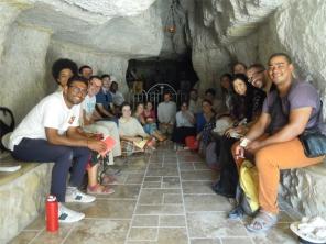 Le groupe Elie dans la grotte... du prophète Elie !